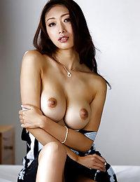 日本无毛女高潮